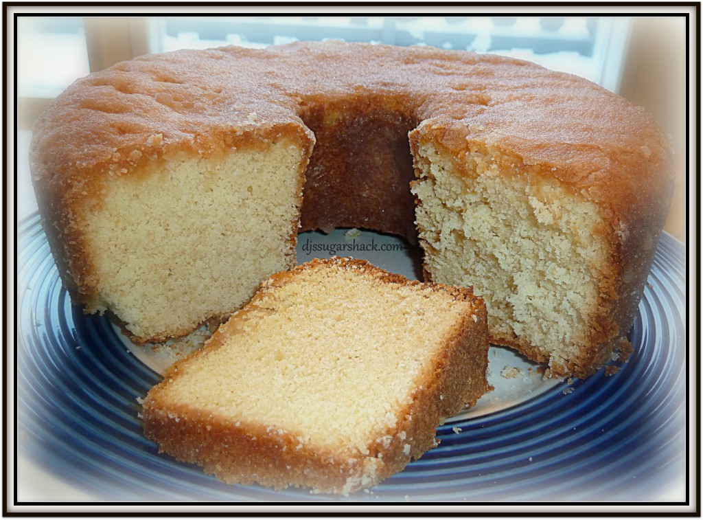 planning on doing holiday baking? Make mini loaves or mini bundt cakes ...